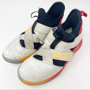 Boys Nike Lebron Soldier XII Basketball shoes 4.5Y